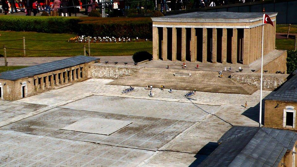 Atatürk kimdir? UNESCO'nun 152 ülkesinin OYBİRLİĞİ ile yaptığı ATATÜRK tanımlaması..